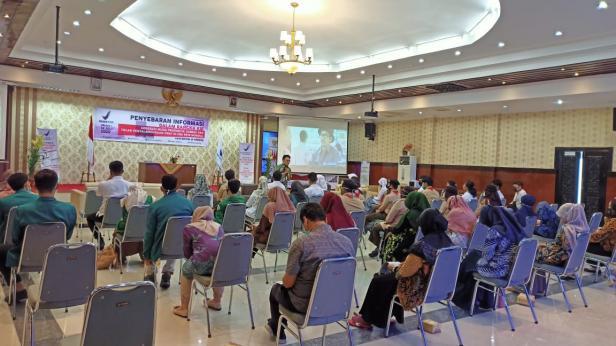 BBPOM di Padang melakukan kegiatan Talkshow Generasi Muda di seluruh Indonesia secara virtual. Kegiatan itu dilakukan karena masih adanya penyalahgunaan obat oleh generasi muda terutama pada kondisi New Normal saat ini, dimana banyak HOAX tentang obat-obatan untuk penyembuhan COVID-19.