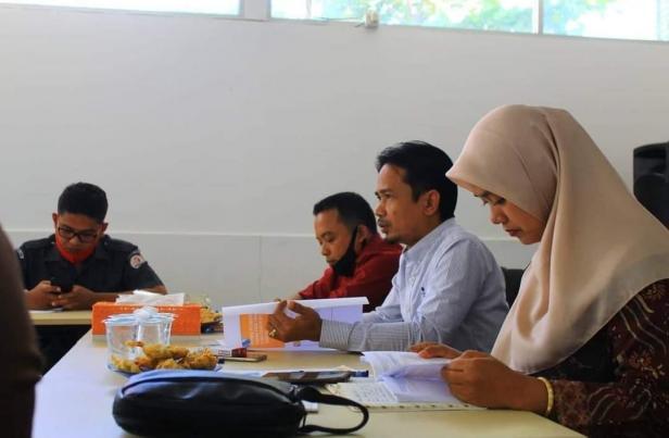 Komisioner Bawaslu Kabupaten Lima Puluh Kota, Zumaira (kanan), Yoriza Asra (tengah), dan Ismet Aljannata.