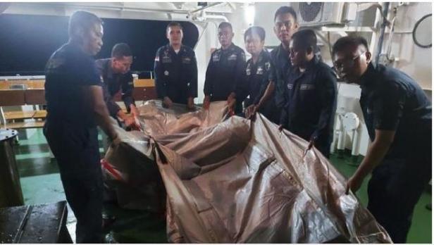 Benda diduga tangga darurat pesawat Sriwijaya Air SJ 182 yang jatuh di perairan Kepulauan Seribu, Sabtu (9/1/2021), ditemukan.