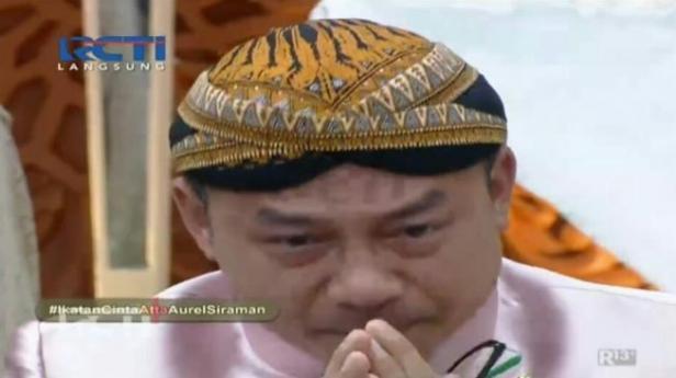 Anang Hermansyah menangis di acara siraman putrinya, Aurel Hermansyah.