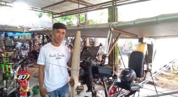 Chaerul montir asal Pinrang ciptakan pesawat model Ultralight.