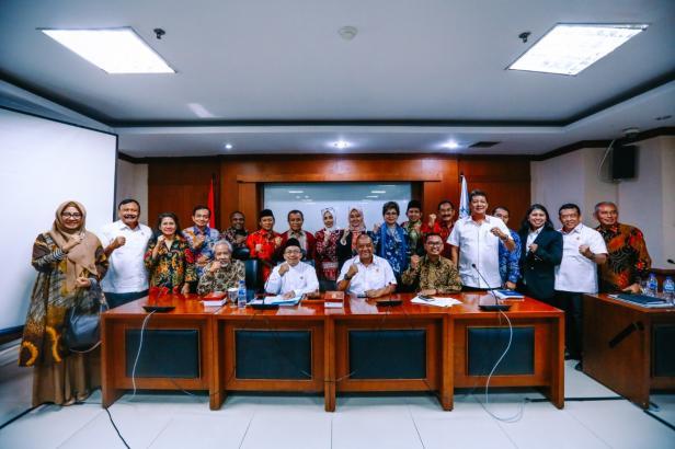 Rapat Dengar Pendapat Umum membahas inventarisasi materi 'Penyusunan RUU tentang Perubahan UU No. 3 Tahun 2005 tentang Sistem Keolahragaan Nasional (SKN)' di Gedung DPD RI, Jakarta, Selasa (14/1).