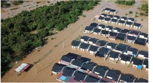 Banjir Pekanbaru merendam perumahan.