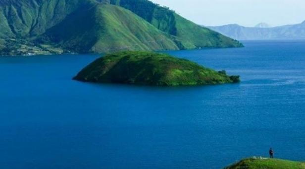 Pemandangan Danau Toba dari Bukit Pangururan