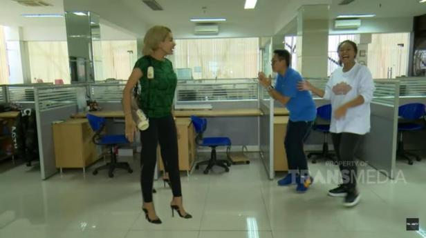 Nikita Mirzani mendatangi kantor Eko Patrio.