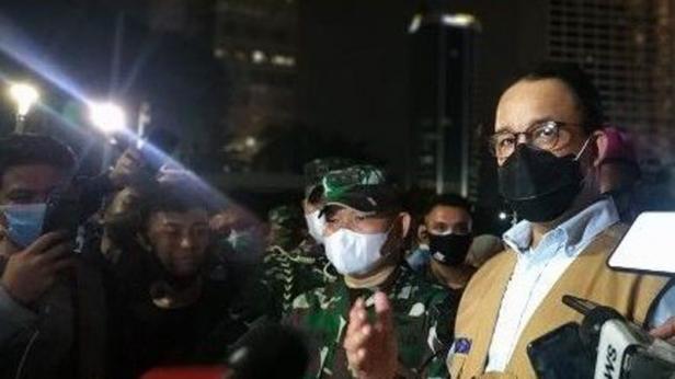 Gubernur DKI Jakarta Anies Baswedan menemui massa demonstrasi yang menolak Omnibus Law Cipta Kerja di kawasan Bundaran HI, Jakarta Pusat, Kamis (8/10/2020) malam.
