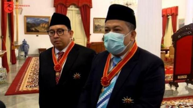 Tangkap layar video eks dua pimpinan DPR, Fadli Zon dan Fahri Hamzah seusai menerima penghargaan Bintang Mahaputera Nararya dari Presiden Jokowi di Istana Negara.