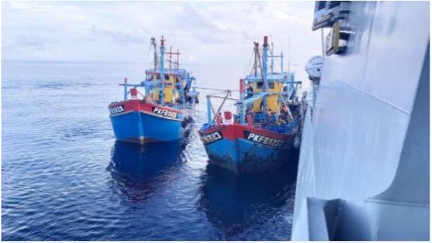 TNI AL menangkap tiga kapal berbendera Malaysia yang diduga melakukan pencurian ikan.