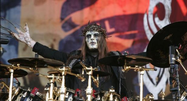 salah satu pendiri dan eks-drummer dari unit metal legendaris Slipknot Joey Jordison