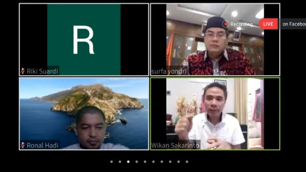 Dirjen Pendidikan Vokasi Kemendikbud Wikan Sakarinto (kanan bawah) dan Direktur PNP Surfa Yondry (kanan atas) aat meresmikan program S2 Terapan di empat Politeknik di Indonesia, salah satunya PNP.