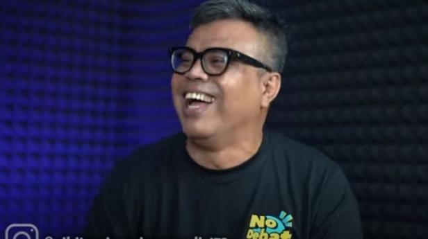 Abdel menjawab pertanyaan-pertanyaan dari Nikita Mirzani. -