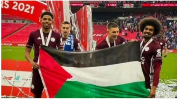 Bendera palestina berkibar di final piala FA