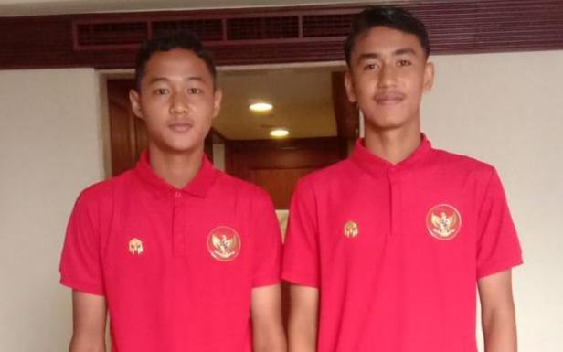 Dua pemain SKO Sumbar Muhammad Rival (kiri) dan Bintang Ar Rahim (kanan) saat berseragam Timnas