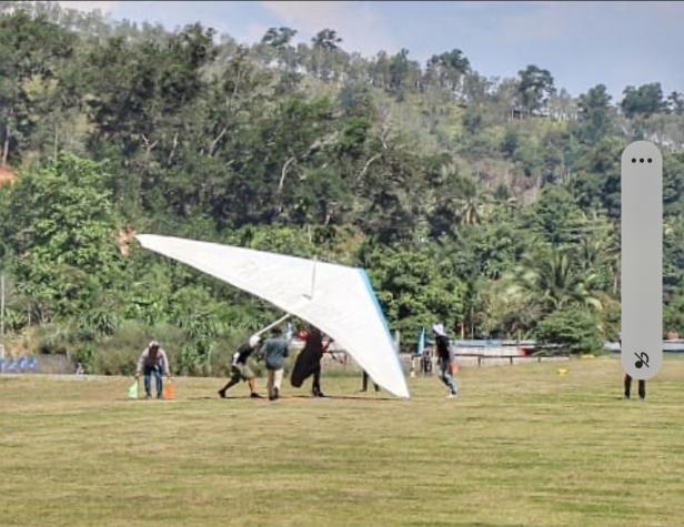 Detik-detik NSR Yalatif M mendapatkan medali emas di cabang olahraga Gantole pada PON Papua 2021, Lapangan Adven Doyo Baru, Rabu (29/9)