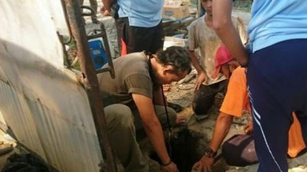 Sejumlah petugas Lapas Klas 1 Tangerang tengah menyelidiki kasus napi kabur melalui gorong-gorong, Jumat (18/9/2020).