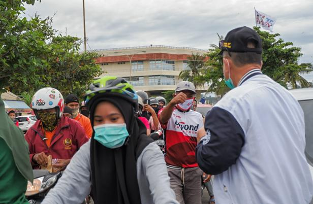 kerumunan warga di masa kampanye menjelang Pilkada pada 9 Desember nanti
