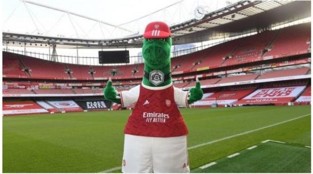 Gunnersaurus Kembali ke Emirates Stadium.