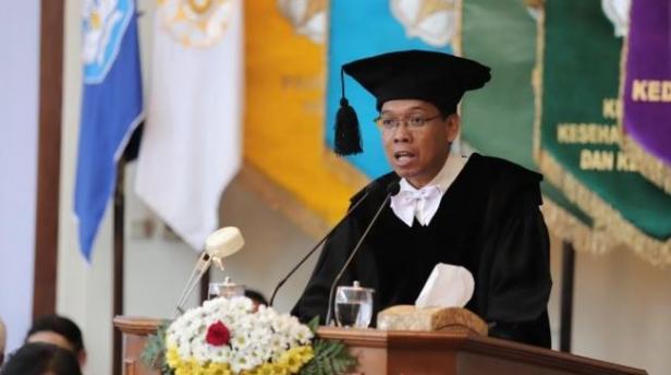 Dosen Fakultas Kehutanan UGM, Satyawan Pudyatmoko dalam pidato ilmiahnya saat dikukuhkan sebagai guru besar di UGM, Selasa (25/02/2020)