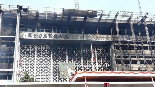 Penampakan gedung Kejagung RI usai terbakar, Minggu (23/8/2020)