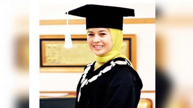 Penerima Gelar Profesor Bahasa Jepang Pertama di Sumatera, Prof. DR. Dra. Diana Kartika