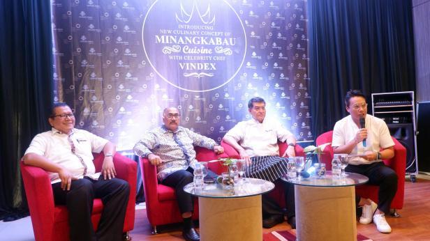 Jumpa pers terkait pengenalan olahan masakan Padang yang dilakukan Hotel Grand Inna Padang