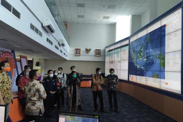 Tim Kementerian Koordinator Bidang Kemaritiman dan Investasi (Kemenko Marves) berkunjung ke ruang Pusat Pengendalian Operasi (Pusdalops)