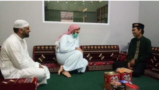 Syeikh Ali Jaber saat bertemu UAS
