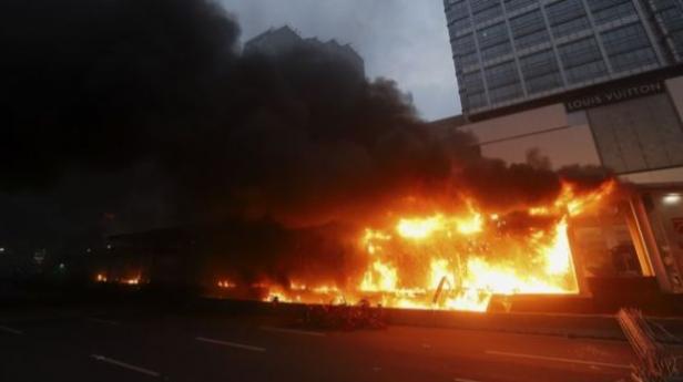 Halte Transjakarta Bundaran HI terbakar, Jakarta, Kamis (8/10/2020)