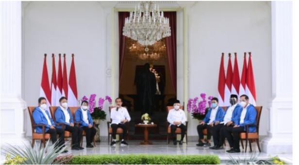 Presiden Joko Widodo (Jokowi) dan Wapres Ma'ruf Amin mengumumkan jajaran menteri baru di Kabinet Indonesia Maju di Istana Merdeka, Jakarta, Selasa (22/12/2020).