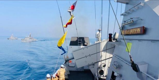 , Satgas MTF TNI Konga XXVIII-L/UNIFIL KRI Sultan Hasanuddin 366 melaksanakan latihan bersama Passing Exercise (Passex) dengan Kapal Perang Turki TCG Bandirma F 502 dan TCG Tufan P 333 di perairan Mediterania, Selasa (29/09/2020).