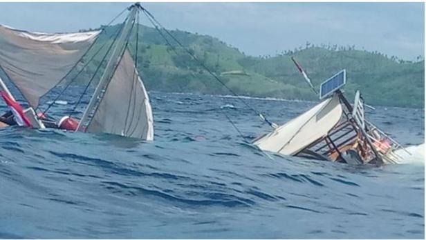 Kapal watrawan terbalik di Labuan Bajo