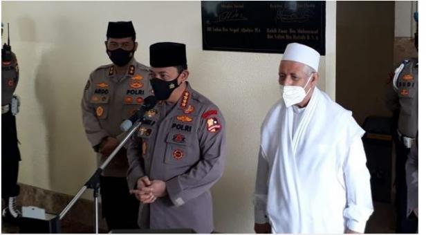 Kapolri Jenderal Listyo Sigit Prabowo saat mengunjungi kantor DPP Rabithah Alawiyah di Jalan TB Simatupang, Jagakarsa, Jakarta Selatan pada Sabtu. Habib Zein menilai kunjungan tersebut menyambungkan kembali komunikasi yang tersumbat. (30/1/2021).