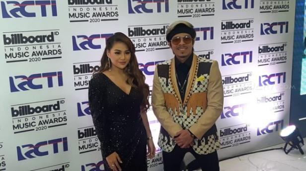 Atta Halilintar dan Aurel Hermansyah di ajang Billboard Music Awards 2020