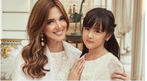 Nia Ramadhani dan putrinya, Mikhayla