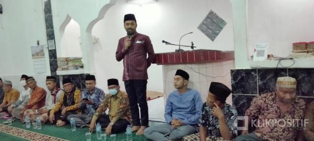 Ketua DPRD Solsel Zigo Rolanda di hadapan Jemaah Nurul Muttaqien
