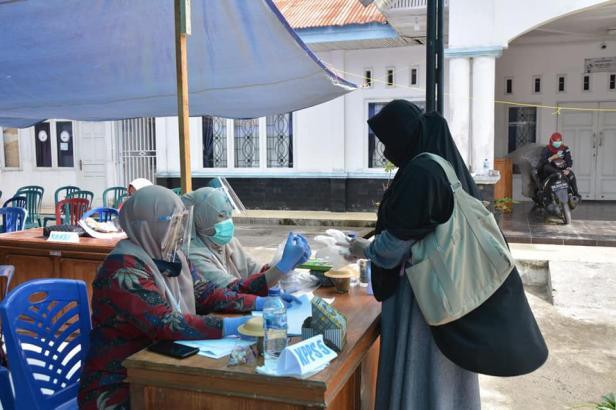 KPU Padang Panjang mempersiapkan dengan maksimal upaya pencegahan Covid-19 dengan memberlakukan protokol kesehatan yang ketat.
