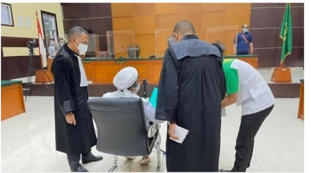 Habib Rizieq Shihab saat membacakan eksepsi di Pengadilan Negeri Jakarta Timur.