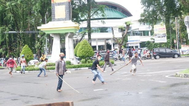 Kericuhan saat demo di DPRD Sumbar beberapa waktu lalu