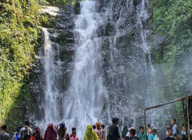 Air Terjun Siburai Burai Padang di Jorong Anam Koto Utara, Kecamatan Kinali