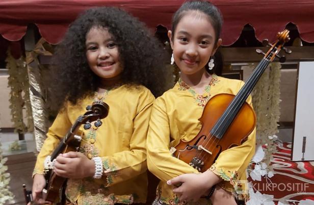 Khairunnisa Adara Putri Gunawan dan Ain Praninditya