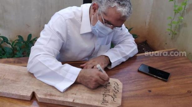 Nisan Syekh Ali Jaber