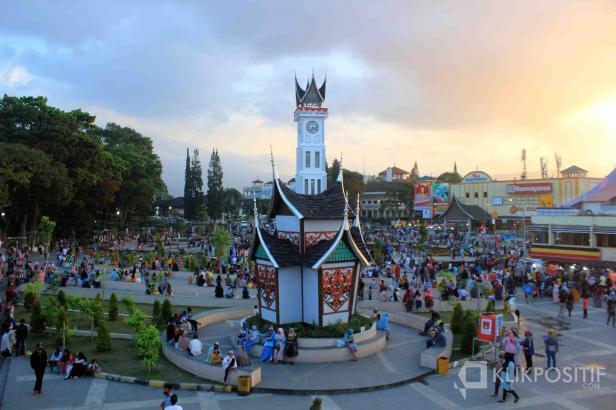 Jam Gadang di Kota Bukittinggi, salah satu objek wisata unggulan di Sumbar