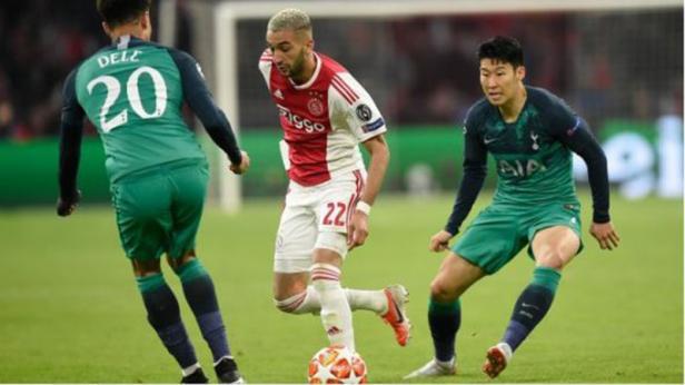 Gelandang Ajax Hakim Ziyech