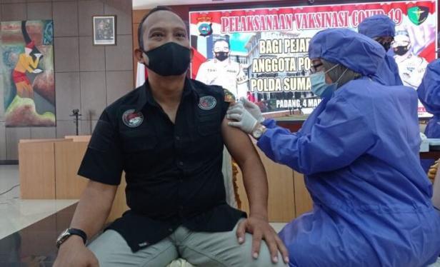 vaksinasi Covid-19 terhadap anggota Polri dan ASN di Polda Sumbar