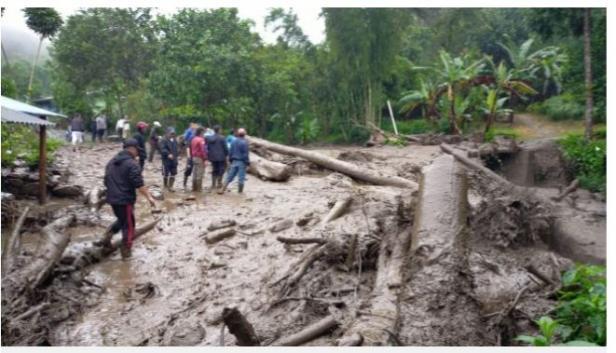 Cisarua Bogor diterjang banjir bandang.