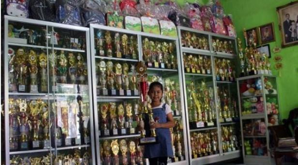 Gadis 10 Tahun raih 700-an piala.
