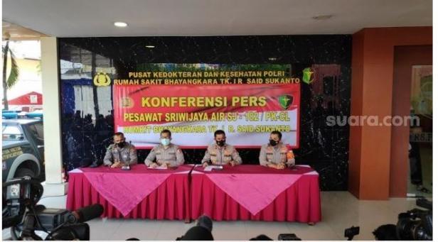 RS Polri menggelar konferensi pers soal kasus pesawat Sriwijaya Air jatuh.