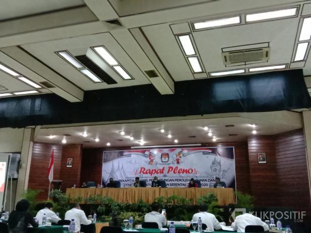 Rapat pleno KPU di Hotel Novotel Bukittinggi, Selasa (15/12/2020)