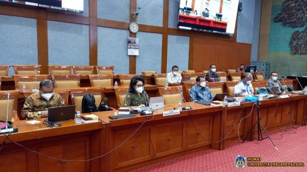 Rektor Universitas Negeri Padang (UNP) Prof. Ganefri, Ph.D menyebut pengangkatan GTK Honorer menjadi ASN sudah sangat mendesak.