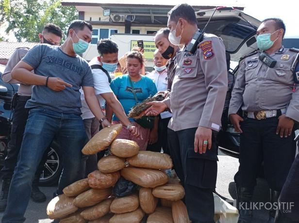 Puluhan paket ganja diamankan polisi